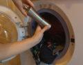 Žena přidá do pračky obyčejný černý pepř! Geniální triky na praní do Vaší domácnosti!
