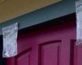 Tohle je důvod proč zavěsit sáček s vodou na dveře! Geniální trik jak se zbavit otravného hmyzu!