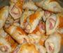 Sýrové rohlíky se šunkou a zakysanou smetanou připravené za 15 minut!