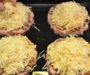 Křehké sýrové placky s mletým masem! Pochutná si celá Vaše rodina!