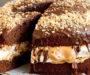 Domácí snickers dort s fantastickou chutí – jednoduchý dezert na kterém si pochutná celá rodina!