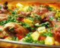 Zapečené kuřecí stehna s brambory, česnekem a petrželkou – hotové za 35 minut!