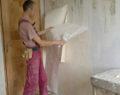 Kreativní nápad na levnou rekonstrukci staré a malé kuchyně – výsledek mile překvapí!